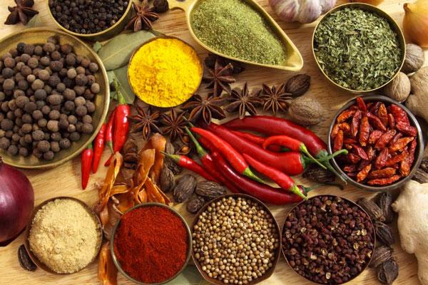 نکات آشپزی  , روش و مدت زمان نگهداری ادویه ها و سبزیجات خشک