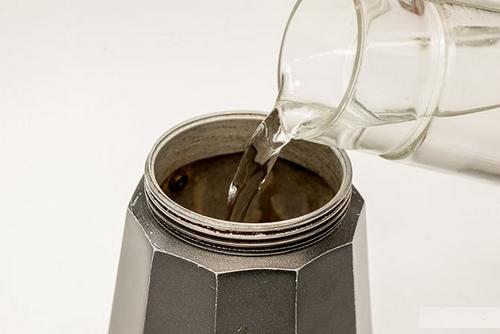 قهوه اسپرسو ایتالیایی, قوری موکا