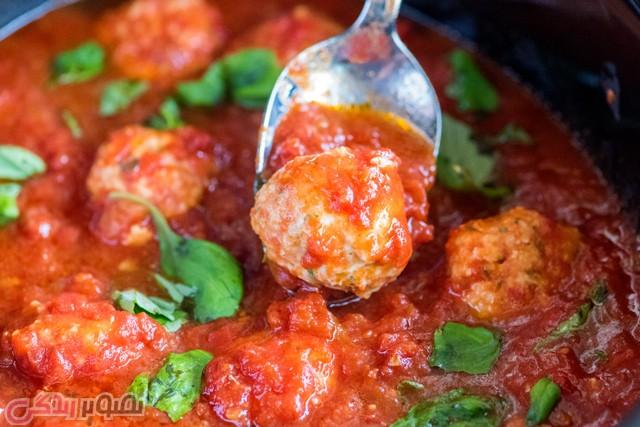 طرز تهیه توپک مرغ با سس گوجه فرنگی غذای ایتالیایی