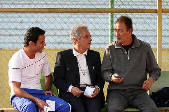 مرحوم حجازی در کنار منصور پورحیدری و آرش برهانی