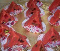 طرز تهیه شکلات هندوانه ای دسر شب یلدا