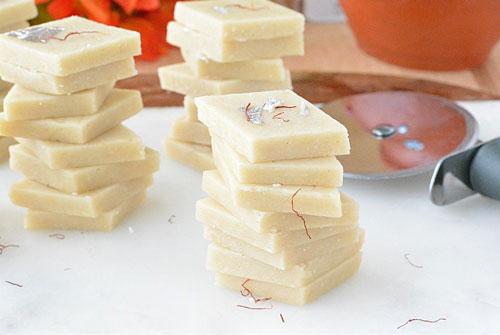 طرز تهیه شیرینی لوز بادام هندی