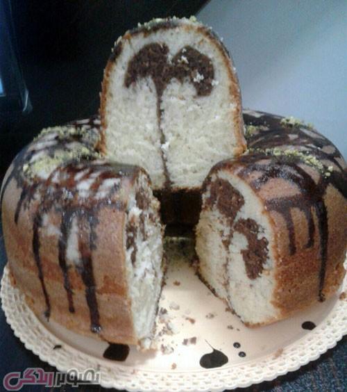 طرز تهیه کیک ساده با سس گاناش و کارامل