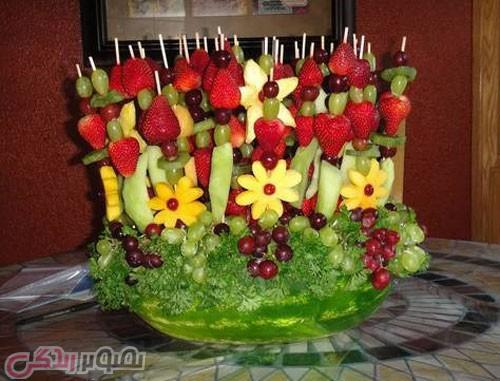 تزیین هندوانه شب یلدا به شکل گلدان گل