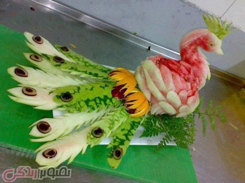 تزیین هندوانه شب یلدا به شکل طاووس