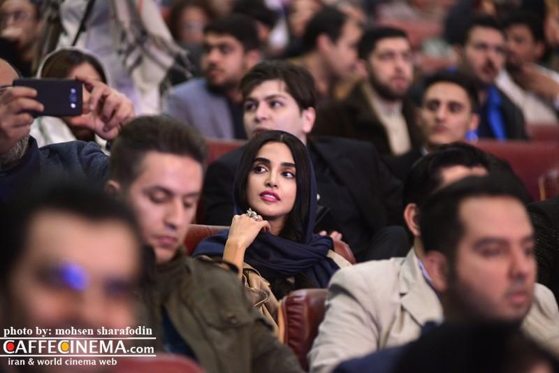 عکس الهه حصاری در افتتاحیه سی و پنجمین جشنواره فیلم فجر