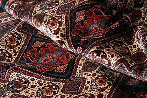 اسرار خانه داری  , روش تمیز کردن لکه فرش در منزل و نکاتی درباره نگهداری بهتر از فرش