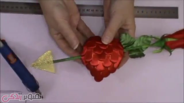 تزیین شاخه گل با قلب روبانی
