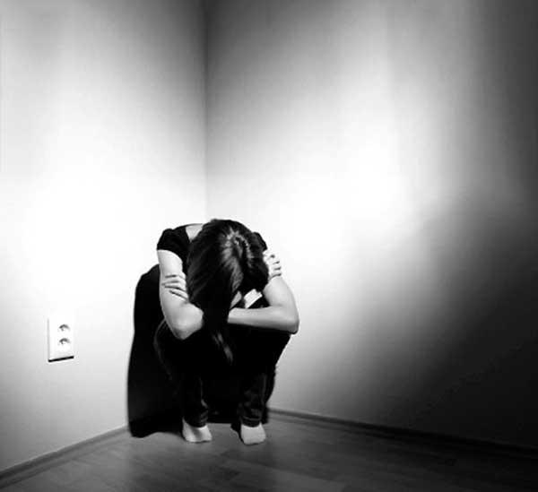 عکس پروفایل دختر تنها غمگین