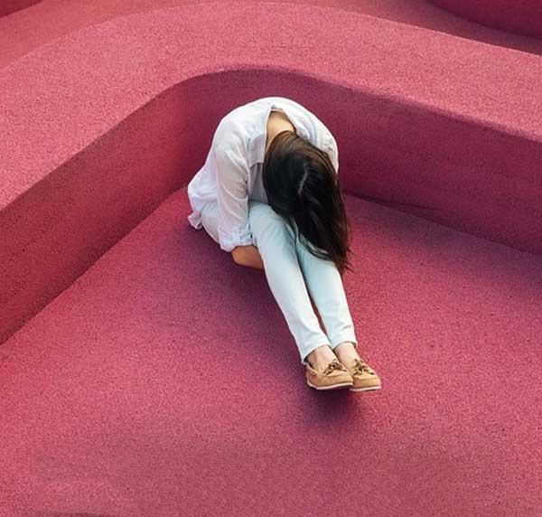 عکس پروفایل دختر غمگین تنها