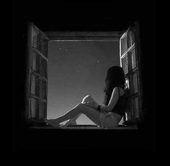 عکس پروفایل تنهایی کنار پنجره