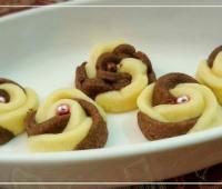 طرز تهیه شیرینی گل رز دو رنگ