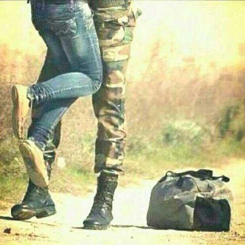 عکس در آغوش گرفتن معشوقه توسط سرباز