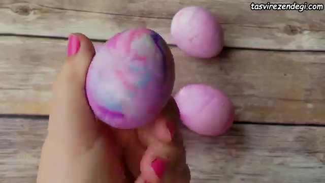 روش رنگ کردن تخم مرغ با خمیر ریش