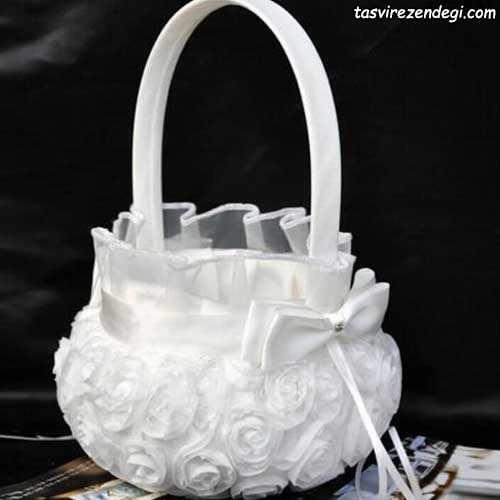 سبد شاباش عروس تزیین شده با گل رز روبانی