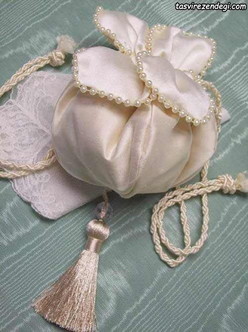 کیسه هدیه عروس و داماد مروارید دوزی شده به شکل گل