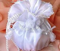 کیسه شاباش عروس ساتن سفید مروارید دوزی شده