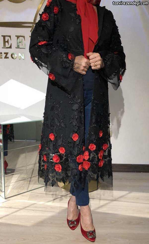 مانتو حریر مشکی مجلسی گل برجسته قرمز
