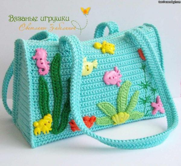 کیف زنانه قلاب بافی آبی تزیین شده با موتیف و دکمه