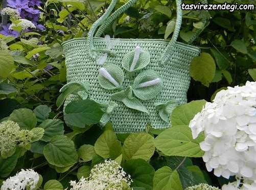 کیف زنانه قلاب بافی تزیین شده با گل