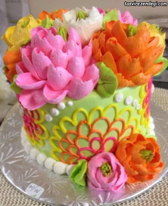 تریین کیک گلهایی از خامه