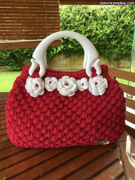 کیف تریکو بافی قرمز با گلهای برجسته سفید
