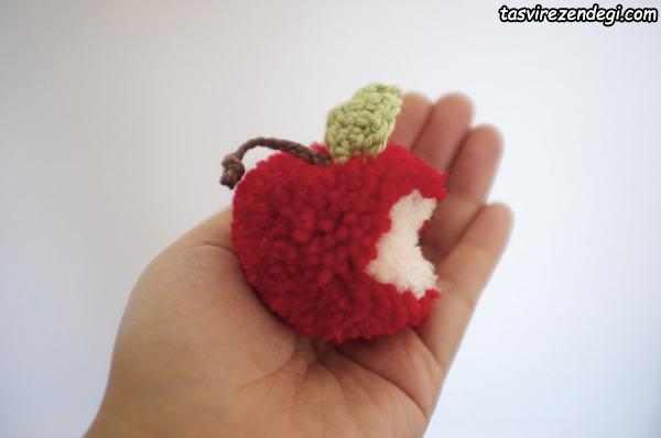 سیب با منگوله