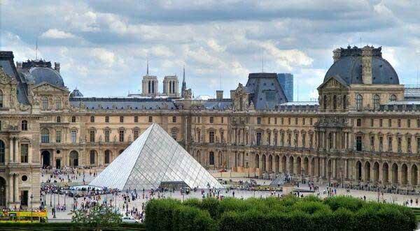 Louvre Museum paris - سه کشور محبوب اروپایی
