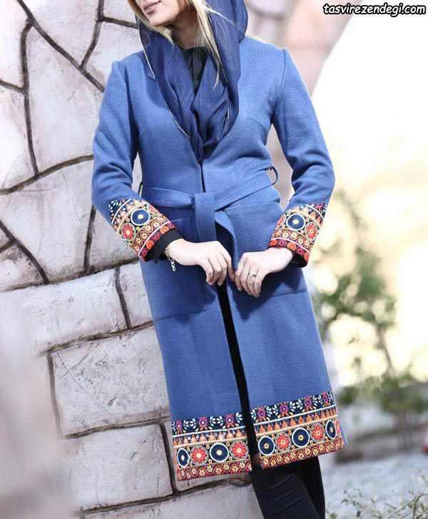 مانتو فوتر تنگ ساده آبی با حاشیه طرح سنتی