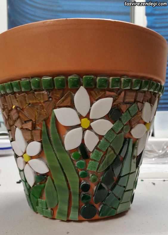 تزیین گلدان با کاشی شکسته