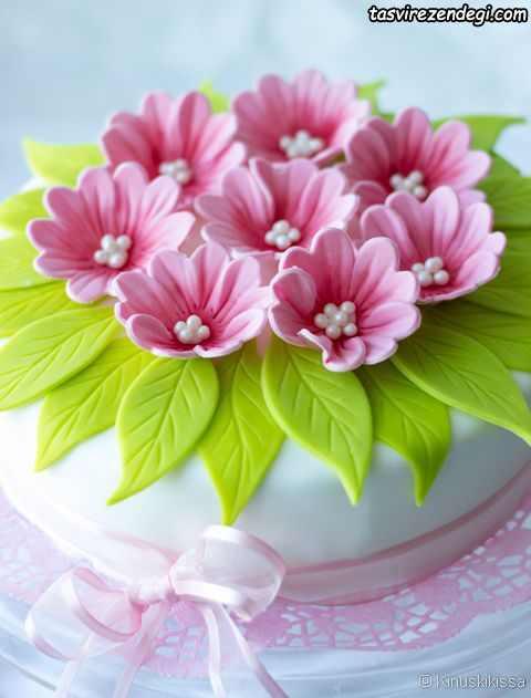 کیک روز دختر بزرگسال تزیین گل