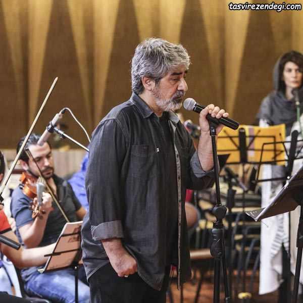 حسین زمان در حال اجرا
