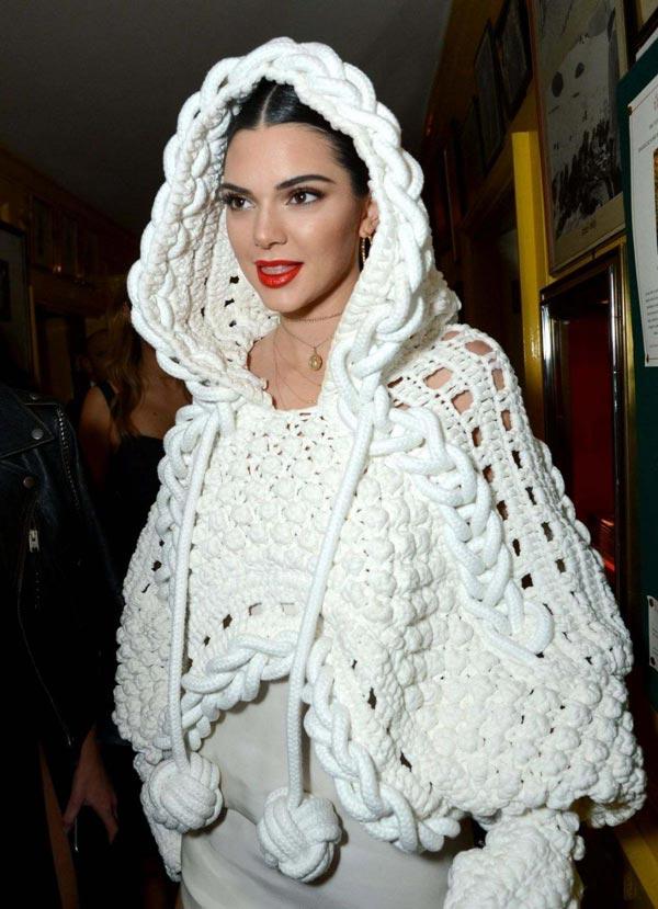 مدل شنل میل بافی زنانه سفید آستین دار