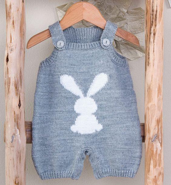 مدل رامپر بافتنی نوزادی بچگانه طوسی دو میل طرح خرگوش سفید
