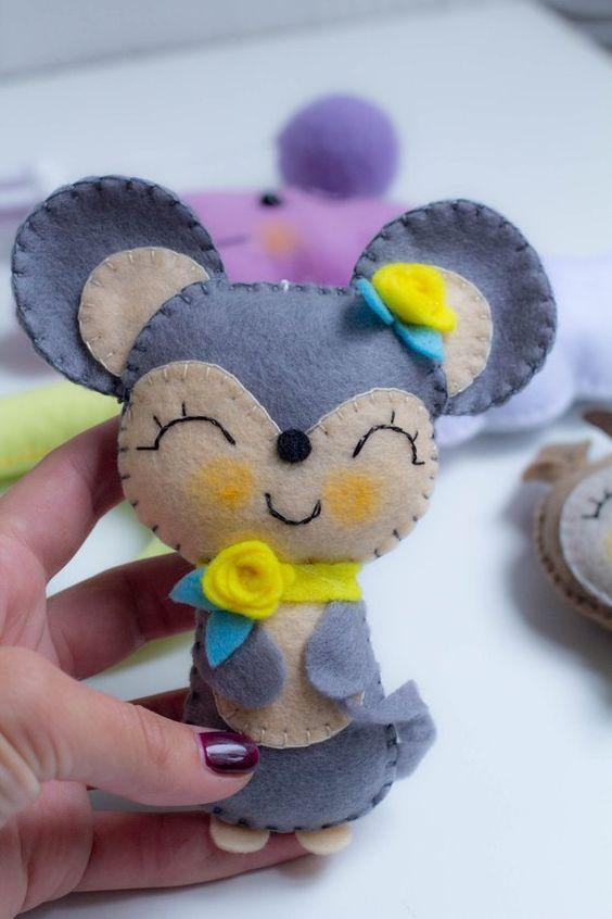 عروسک موش نمدی