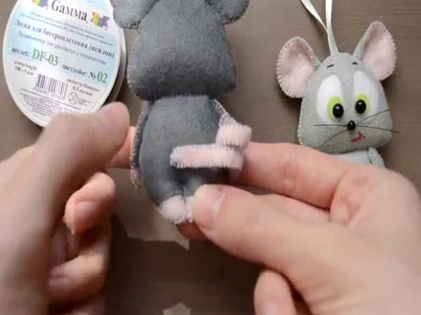 چسباندن دم موش نمدی