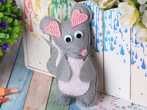 خانم موش نمدی