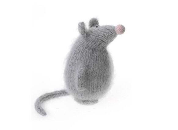 عروسک موش میل بافی