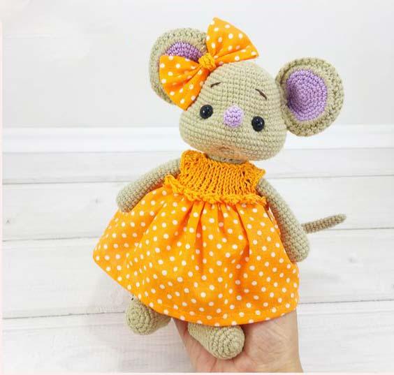موش کوچولو با پیراهن نارنجی