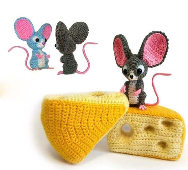 عروسک موش گوش بزرگ با پنیر