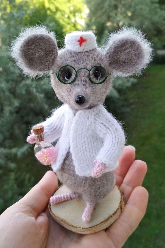 عروسک موش دکتر