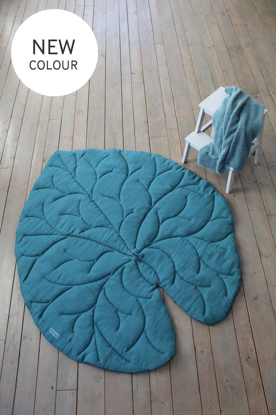 مدل فرشینه برگ نیلوفر مرداب آبی