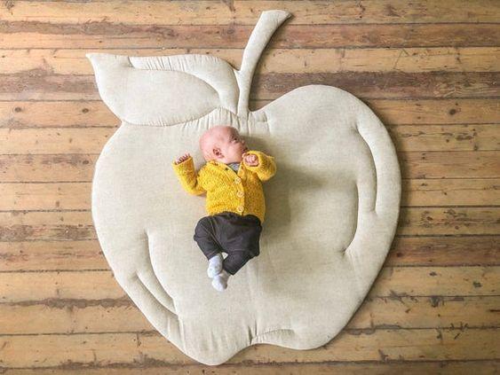 تشک بازی بچه مدل سیب سفید