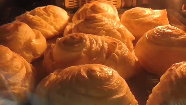 نان هزارلا مغزدار