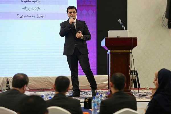 سخنرانی هادی شریفی در همایش برترین های گردشگری