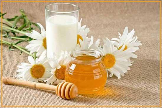 طرز تهیه کرم سفید کننده پوست با شیر، عسل و آبلیمو