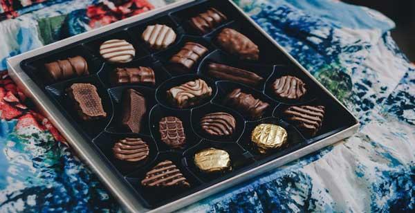 یک جعبه شکلات تلخ