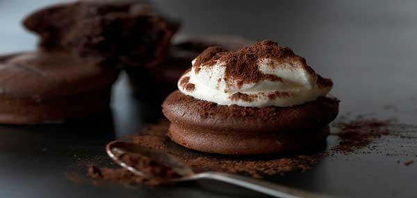 دسر با رویه شکلات تلخ