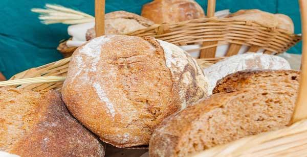 سبد پر از نان