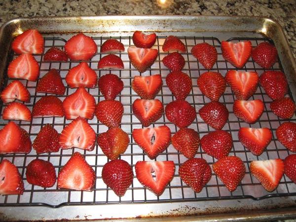 خشک کردن توت فرنگی در فر